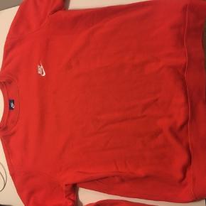 Nike sweatshirt str L. Byd gerne :)  Np 650 kr