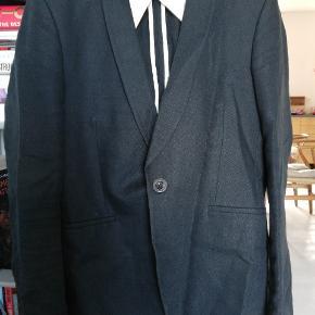 Sælger denne super lækre blazer fra nn07. Nypris var 3500 kr. Sælge billigt! Tjek mine andre annoncer:)