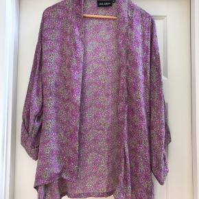Super flot kimono i 100% silke