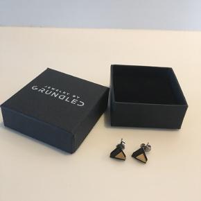 Jewelry by Grundled ørering