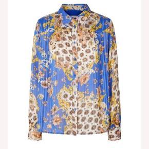Super skøn skjorte;) bytter ikke ikke og handler over mobile pay