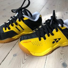 Yonex badminton sko str 31 men de er mere en str 30