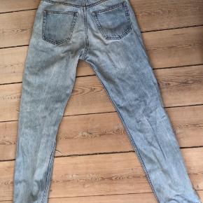 W: 26. Inseam: 71 cm? Meget fine cowboybukser med huller i. Skriv for flere billeder :)  #sellouttuesday