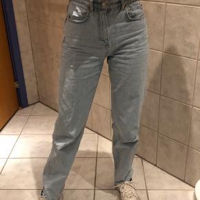 Sælger disse fede straight bukser fra Gina Tricot. Byd :)