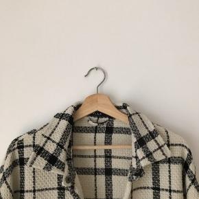 Vila jakke i str m. Brugt, men fremstår pæn.  Kan afhentes i Ørestad eller sendes på købers regning.