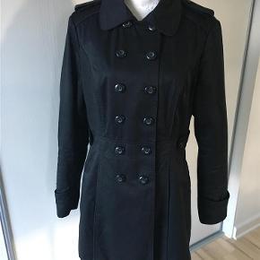 Brand: Orsay Varetype: Lækker Trendcoat fra Orsay Farve: Sort  Lækker sort Trendcoat fra Orsay, brugt maks 5 gange