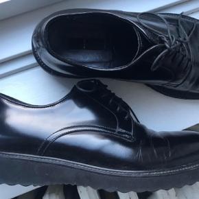 Sælger disse helt nye sko fra sand for min bror. De er gået en runde i, men det er også det, så mindstepris er 450 😊