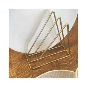 Guld tallerkenstativ, opvaskestativ eller magasinholder / bogholder til salg  Kan afhentes på Christianshavn 🌸  ❗️Reserverer gerne indtil payday❗️