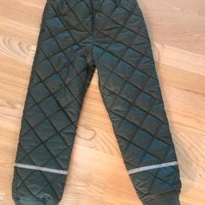 Brugt en sæson - bukserne er næsten ikke brugt.