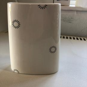 Anne Black vase