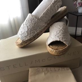 Ny med box, dustbag og kvittering - Nypris: 2300 kr. Espadrillos i blonde, - lækker sommer-sandal passer str 36-37.