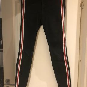 Jeans med striber i siden , købt i Zara