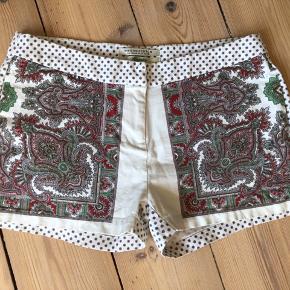 Super fine shorts. Str 2. Svarer til en M. Talje 80 cm.  Byd!  Se også mine andre annoncer.