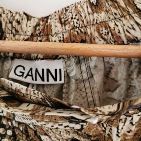 Skøn nederdel fra Ganni. Passer str. 40-42 🌸 Brugt en enkelt gang.