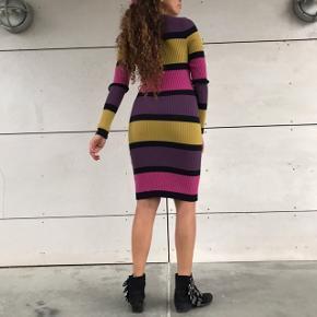 Lækker stribet kjole 🌸💗