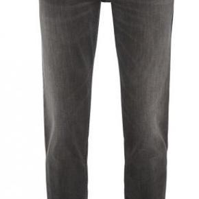 Hugo Boss jeans Washed Grey, model Maine. En skarp sæson jeans fra Boss, i en støvet vask. Model Maine er regular fit - Denne model er med en smule stretch. Ny pris: 1000,- Str.: 33/34  Se også alle mine andre annoncer med kvalitetstøj til både manden og det smukke køn.