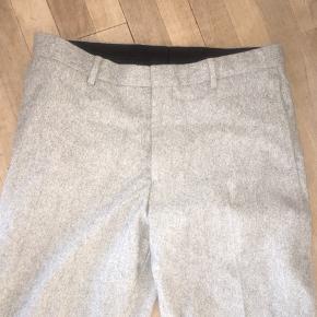 Sælger disse fede bukser fra COS. I rigtig god stand :) Nypris var 800 kr. Sælger dem for 200 kr inkl. fragt, som jeg betaler :)