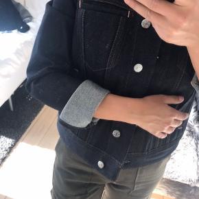 Acne Studios Blå Konst denim jakke. Nypris 2400 kr.