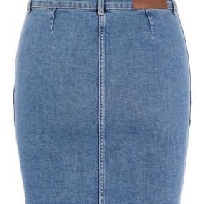 Helt ny cowboy/denim nederdel fra Pieces. Har massere af stræk, så er meget behagelig at have på. Aldrig brugt!!   Kom gerne med et realistisk bud 😊