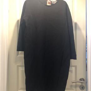 Str.34, kan også passes af str.36 Brugt 2 gange Super fin kjole