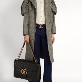 Gucci marmont i maxi str. Brugt som weekend taske, så står i flot stand med alm brugsspor. Ny pris: 24.500kr