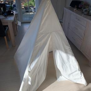 Tipi telt til børn str. 120x120x160cm Brugt få gange, står som ny. Tilhørende opbevaringstaske   Fra røgfrit hjem Nypris 349.-