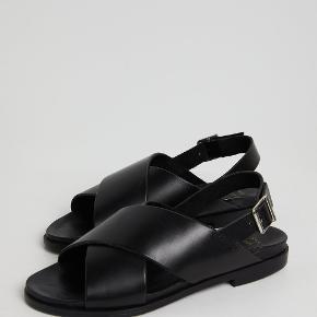 Skønne Jules sandaler fra Shoe The Bear. Brugt få gange. Nypris 649.