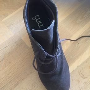 Cult heels