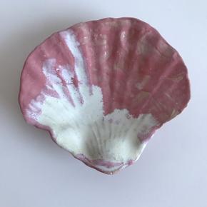 Måler 13 cm i diameteren