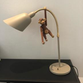 Arne Jacobsen bord lampe x2. Den ene er stadig i kassen, den anden står ubrugt uden pærer på en reol. Ny pris 3500kr - BYD