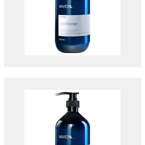 """Herning / Tjørring 2 x 1000 ml.  Helt nyt sæt shampoo og balsam sæt ( prisen er samlet for begge) sælges samlet til prisen.   BESKRIVELSE Waves Everyday Shampoo er en fugtgivende shampoo, som er yderst velegnet til hverdagsbrug. Den indeholder en god kombination af aktive ingredienser og marine-ekstrakter, som både virker fugtgivende og beroligende på både hår og hovedbund. Den er desuden med en multi-aktiv ingrediens kaldet Fucogel 1.5P, som har en """"filmdannende"""" egenskab, hvilket vil sige, at den lægger en hinde over håret, som får håret til at fremstå smukt og glansfuldt. Den kommer i en stor størrelse med pumpe, som gør den super nem at dosere, og er praktisk at have stående i brusekabinen. Waves Everyday Shampoo er velegnet til alle hårtyper, og er især god til tørt hår.   Waves Everyday Conditioner er en balsam, som er yderst velegnet til hverdagsbrug. Den indeholder fugtgivende ingredienser og marine-ekstrakter, som også virker fugtgivende og beroligende på både hår og hovedbund. Den er desuden med en multi-aktiv ingrediens kaldet Fucogel 1.5P, som har en """"filmdannende"""" egenskab, hvilket vil sige, at den lægger en hinde over håret, som får håret til at fremstå smukt og glansfuldt. Forkæl dig selv og dit hår med en lækker conditioner, og nyd følelsen af blødt og velplejet hår. Den kommer i en stor størrelse med pumpe, som gør den super nem at dosere, og er praktisk at have stående i brusekabinen. Waves Everyday Conditioner kan bruges til alle hårtyper, og er især god til et tørt hår."""