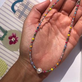 Perle Choker halskæde  Med sølv perler og ferskvandsperle Låsen er forsølvet messing Ⓜ️ Mål: 36 cm 💮Prisen er inkl Porto med postnord