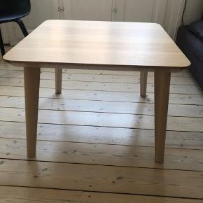 Velholdt sofabord fra Ikea model Lisabo. Brugt få måneder og fejler intet.  Måler 70x70x50.   Skal afhentes.