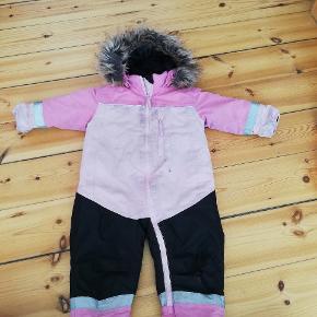 Brugt en halv vinter, ingen fejl og mangler. Bliver renset inden afsendelse! -Den indgår også i samlet tøjpakke som findes på profilen!