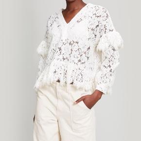 Overvejer at sælge denne smukke ganni bluse (model: Jerome Lace top).   Ingen tegn på slid overhovedet. Mener nypris var omkring de 1600 kr.   Small kan også passe.