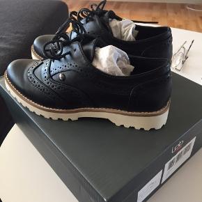 Helt ny Lpb sko str 37,  det er skind. (nypris 650 kr) sælges for 190 kr pp med dao🌺🌺