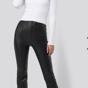 Fine læder bukser, brugt få gange. Læder bukserne er ikke helt det samme som på billedet, da jeg ik kunne finde dem da de er udgået.  Skriv for billeder