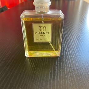 Chanel no 19 parfume i 100 ml Sælges da jeg ikke får den brugt.