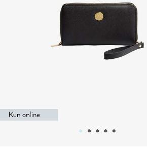 Kreafunk cPurse, sort pung med powerbank indbygget (stik er med så der kan oplader både iPhone og Android tlf), 5000mAh, kvittering haves, mål se kommentar