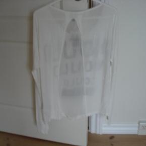 Flot bluse fra Staff med perler. Aldrig brugt eller vasket  Bytter ikke