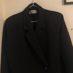 Sælger denne sorte blazer fra moves. Str. 38, true size Brugt 2 gange
