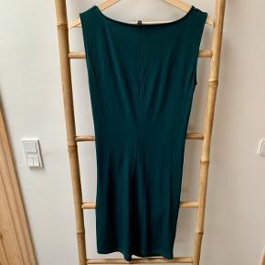Blød og lækker kjole fra Selected femme. Kun brugt én gang - er som ny!
