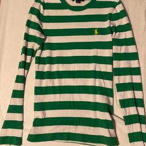 Langærmet t-shirt i rigtig god stand og kvalitet. Er størrelsessvarende