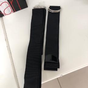 Nye elastikbælter. Det ene med lak i enden og det andet uden. Begge er 4,5 cm i bredden  Byd