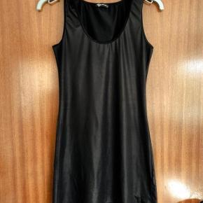 Sisters Point sort kjole str XS. Lidt brugt. Brystvidde 2x40 cm og længde 78 cm
