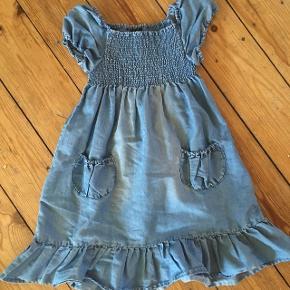 H&m kjole str 116 -fast pris -køb 4 annoncer og den billigste er gratis - kan afhentes på Mimersgade 111 - sender gerne hvis du betaler Porto - mødes ikke andre steder - bytter ikke