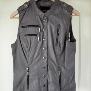 SENDES GERNE Diverse tøj og sko; skjorter, polo, jakke. sweaters Flere køb giver rabat. ingen; pletter,huller eller fnug