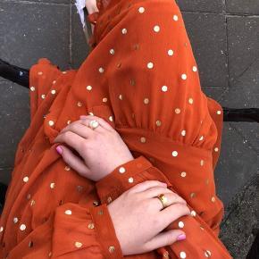 Kjole med tilhørende underkjole. Aldrig brugt, BYD:)