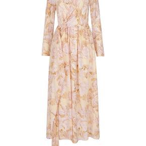 Stine Goyakjole i silke af navnet Brittany, 517 Hortensia Silk str L. Jeg er en str 38 og den passer mig fint, men en str 40 kan også sagtens passe den!
