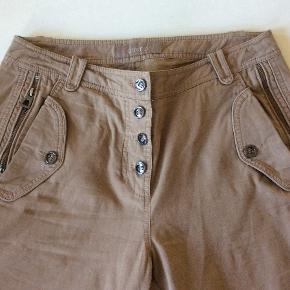 Rigtig fede og lækre bukser. Livv. 84 cm. Skridtlængden 73 cm. 100 % bomuld